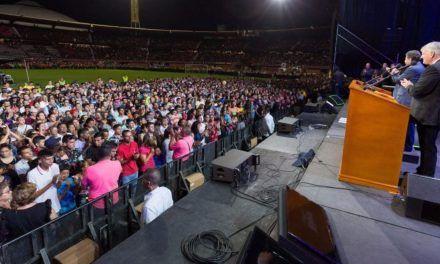 'He's Alive': 94,000 in Colombia Hear Franklin Graham Preach Gospel