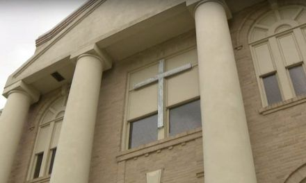 Texas Town Votes 5-0 to Keep Courthouse Crosses, Despite Atheist Group's Demands