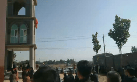 Faithful on their knees and fasting to stop the destruction of their church at Wu Gao Zhuang (Hebei) – Video