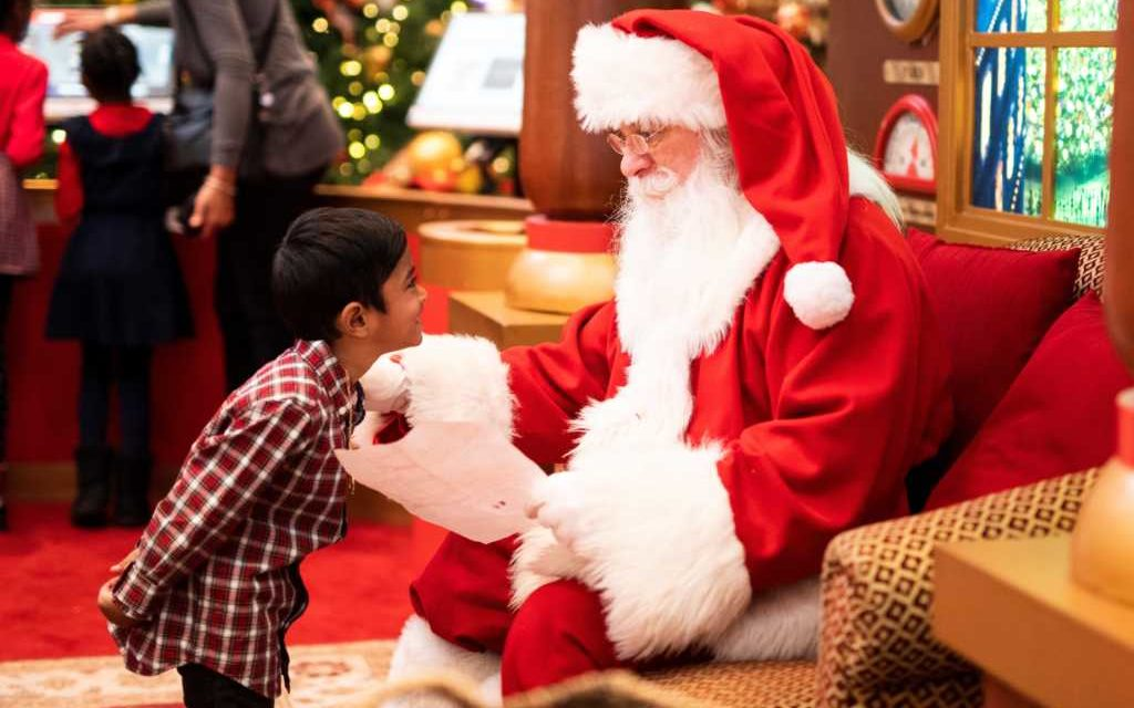Mother Scolded for Calling Santa Claus 'Father Christmas' Because He's 'Gender Neutral'