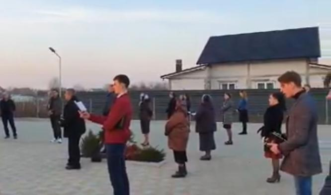 'To God Be the Glory': Church in Romania Worships Outside in Midst of Coronavirus Outbreak