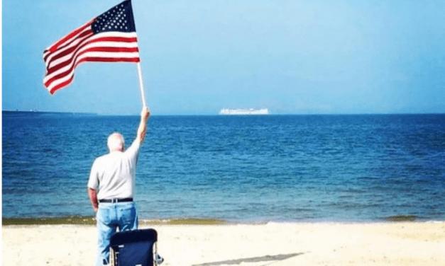 Coronavirus: Beachgoer Captures Inspirational Photo of USNS Comfort Headed to Aid New York