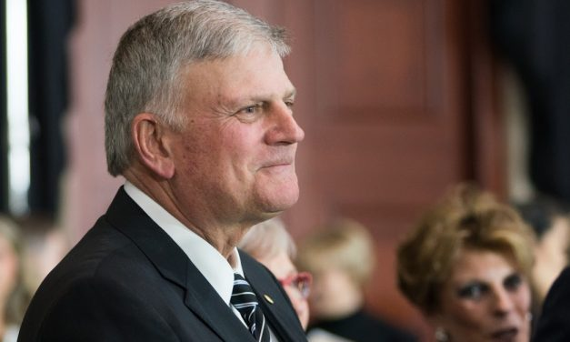 Franklin Graham Encourages Churches to 'Obey Those in Authority,' Not Meeting in Person