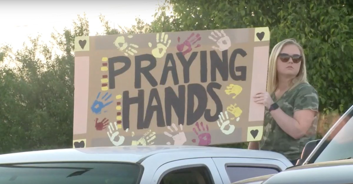Hundreds Circle Georgia Hospital in Their Cars to Pray for Workers Battling Coronavirus