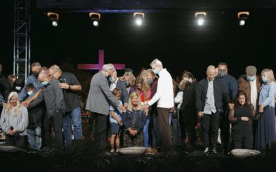 Apostasy at Saddleback Church as they Ordain Three Women as Pastors despite God's Commands